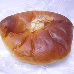 洋菓子のサフラン - クリームパン 147円 イエナのに似てるとイエナくもない。6/30