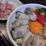 みつ蜂 - 関西風(キャベツ)牡蠣玉 豚肉トッピング