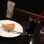 24017307 - アイスコーヒー&チーズケーキ