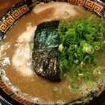 無鉄砲  大阪店 - 豚骨と正油のWスープのラーメン。豚骨が6割で、正油が4割だそうです。