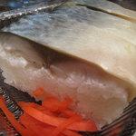 麺乃庄 つるまる饂飩 - 鯖寿司