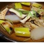 キヨノ - 焼き河豚・焼き下仁田ネギ・エリンギの鍋・・お出汁の美しいこと。  これだけ透明ですのに、食材のお味が浸み出てとても美味しいのです。