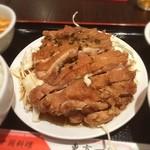 東方一角 - 日替りのカリカリ揚げ鶏定食、いただきました。思ったよりボリュームあって、満腹。ご馳走さまでした。