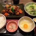 大戸屋 - 鶏と野菜の黒酢あんかけ定食+生タマゴトッピング