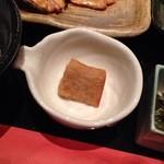 和食と和酒 磯じまん - 小鉢は珍しい焼きサトイモ