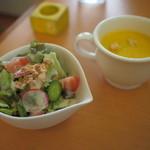 ぐすたーれ - 料理写真:パスタランチ サラダとコーンポタージュ