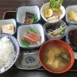 国八食堂 - 「国八定食」これで800円です。