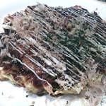 24024350 - 豚とイカのお好み焼き。焼き過ぎて豚肉がパリパリ。