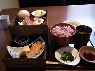 五感で楽しむ 日本料理花ゆず - 2段重の花膳(2000円)