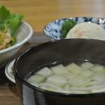 おんちゃんの野菜畑 - 油揚げともやしのお味噌汁