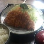 とんかつ太郎 - ロースカツ定食950円