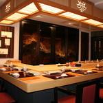 蔵六鮨 三七味 - カウンターと9席の客席