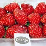 石井農園 Erdbeere - ピーチベリー 2014年物 色艶も味も素晴らしいですw コレは本当に美味い(^^b