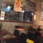 ウェルファン カフェ - 店内入って右側のテーブルのお席です。4名様席×2ございます。