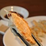 541+ - 人気no.1の焼餃子♪パリパリの羽根つきをアツアツでぜひお召し上がりください!