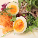 Le 日本食堂 - 添えられてるゆで卵。 '14 1月中旬