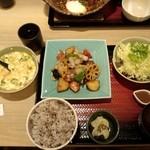 大戸屋 - タラと野菜の黒酢あん定食とネバネバ小鉢