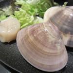 焼肉 いしび - 特大ホタテ貝柱焼き&ハマグリ焼き