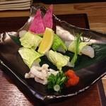 薗 - 河豚ぶつ切り。白菜で包まれて供されました。