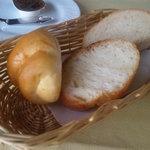 ぶどうの実 - 2009/10 ハーフ&ハーフプレートランチのパン