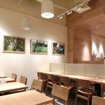 the 3rd Burger - 【'14/02/03撮影】店内のテーブル席の風景です