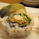 寿司 味処 河童 - ツナと山芋のサラダ巻。