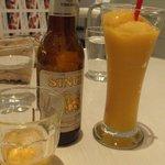 マンゴツリーカフェ - ランチはビール400円、マンゴージュース200円