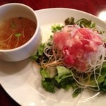 キッチン フタバ - 今日のゴハンのスープとサラダ。
