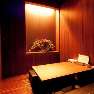 【全席完全個室/1名~最大50名】落ち着いた雰囲気の店内空間