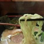 炎麺 - 麺アップ(ピンぼけゴメン)
