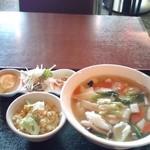 24069060 - 海鮮タンメンと炒飯