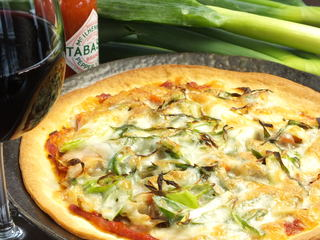 野菜ダイニング 薬師 - 京都産九条ネギとゴボウのキンピラのピザ
