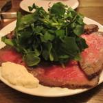 クスクス ルージール - 料理写真:和牛 希少部位とも三角のローストビーフ サラダ仕立て