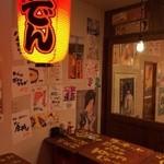 新城仲通り中央酒場 とり吉  - 立ち飲みスペースは最初のドリンク100円!