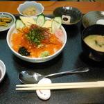 レストラン四季菜 - いくら丼(お膳)