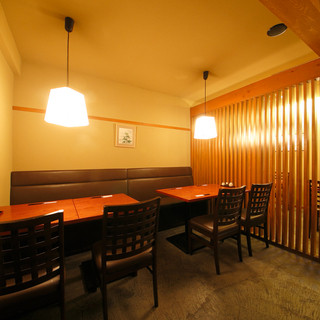 奥の部屋は20名様程度で個室空間としてご利用頂けます。