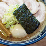 村岡屋 - 泡立つほどの濃厚豚骨魚介スープ