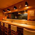 高瀬 - 隠れ家的な和食処の空間