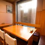 高瀬 - 店内には個室風スペースもありますので、ご商談、ランチミーティング等にも活用いただけます。