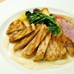 Wオリーブオイルのうま味封じ込め製法で焼いた6種類の立川野菜と霧島豚のグリエ季節の野菜ソース