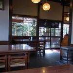 茶房 城山 - 古民家風の店内