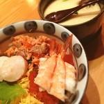 なる山 - ランチは海鮮丼と特大茶碗蒸し☻