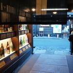 原田酒造場 - 店内から、上三之町の通りを望む(2014.1.24)