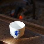 原田酒造場 - この猪口を100円で購入し、試飲をします、持ち帰れます(2014.1.24)