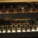 バー レイジ - バーボンの陳列