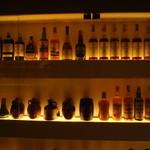 バー レイジ - 酒棚その1