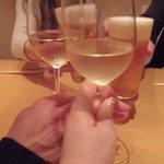 24088385 - テーブル席でかんぱ~い:白鳥麗子様と元町の』ダルタニアンさんはビール、ちょい飲み男子さんと私は白ワインで