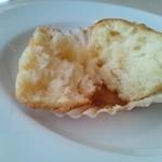 フレンチレストラン カザマ - りんごのマフィン? ほんのりシナモンの香り