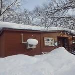 旭山動物園くらぶ 東門shop - 雪に埋もれています