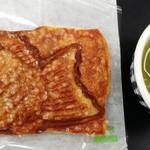 築地銀だこ  - クロワッサンたい焼きと緑茶